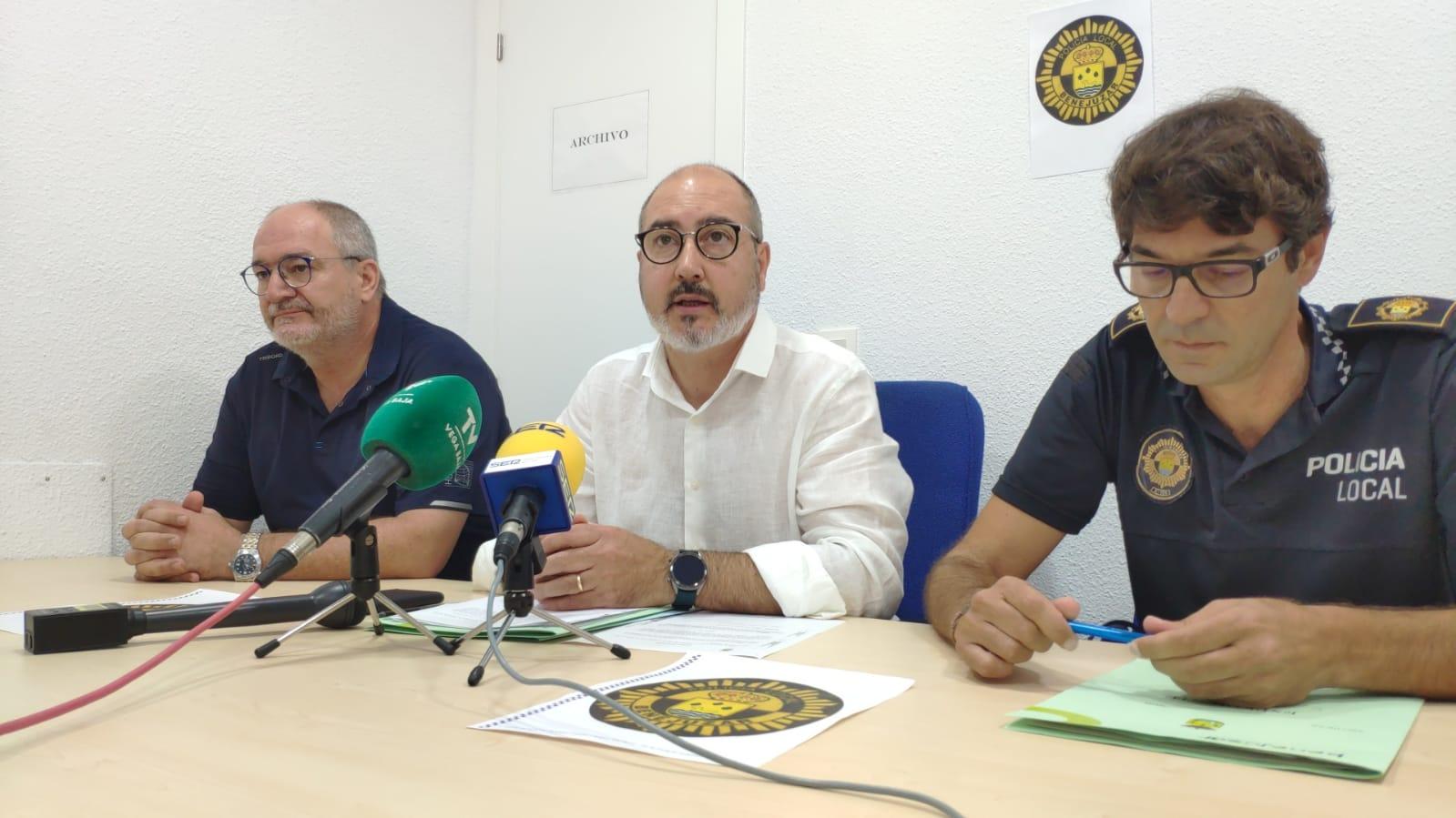 foto de archivo en una rueda de prensa del alcalde con el jefe de la Policía Local de Benejúzar