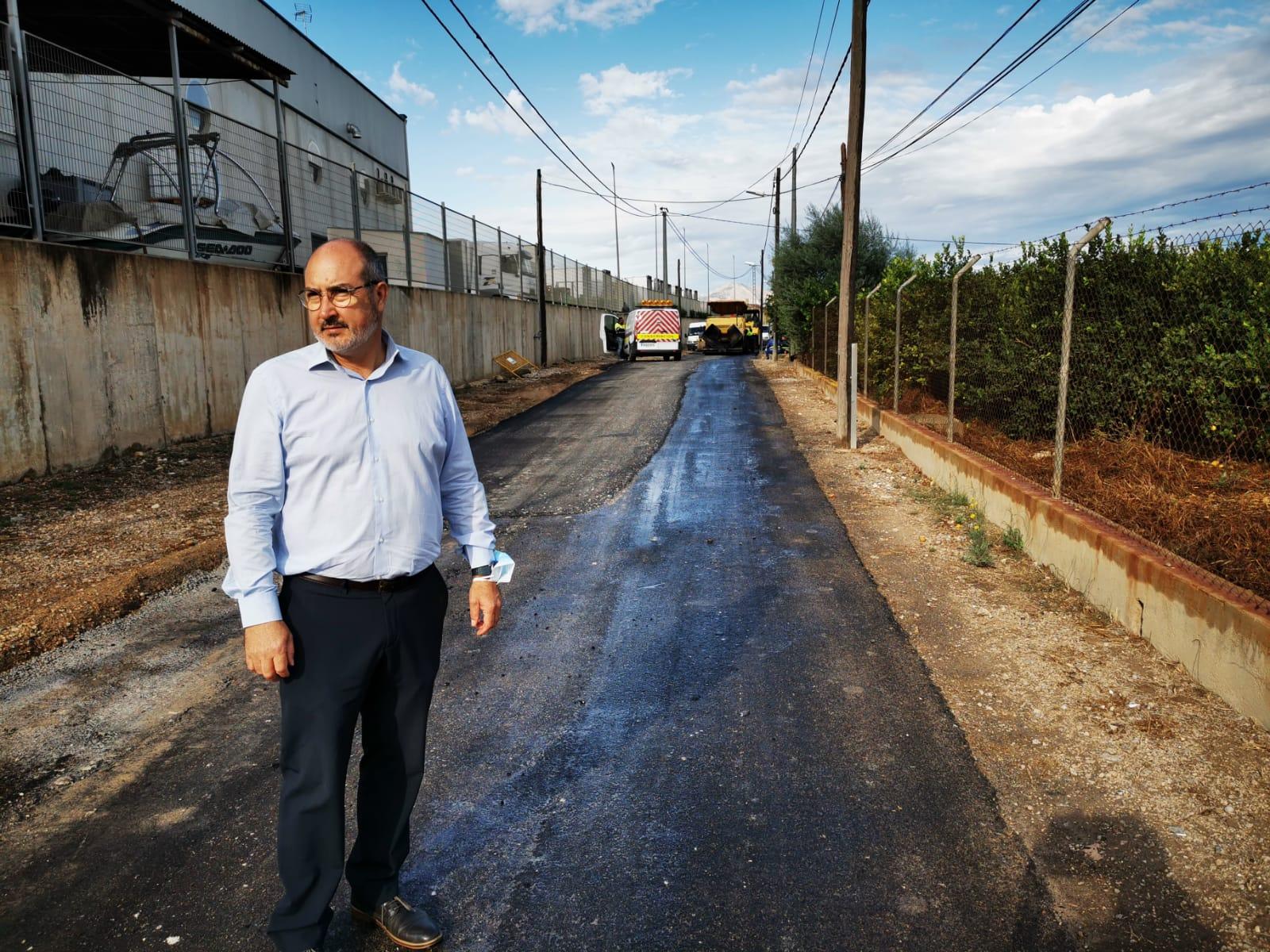 El alcalde Miguel López en el camino vierjo de almoradí (1)